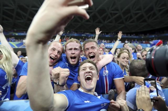 Le joueur de l'Islande Haukur Heidar Hauksson s'est... (AP, Claude Paris)