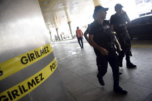 Un triple attentat-suicide a frappé mardi soir l'aéroport... (Photo AP)