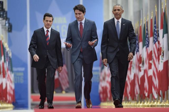 Le président mexicain Enrique Peña Nieto, le premier... (AFP, Brendan Smialowski)