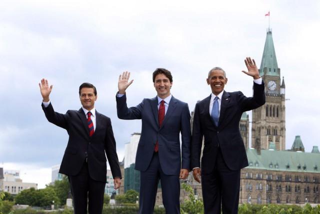 Le président mexicain Enrique Peña Nieto, le premier... (FRED CHARTRAND, La Presse Canadienne)