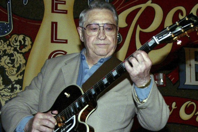 Scotty Moore en 2003... (Archives Associated Press)