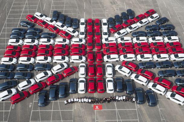 Les employés de l'usine Vauxhall (filiale anglaise de...
