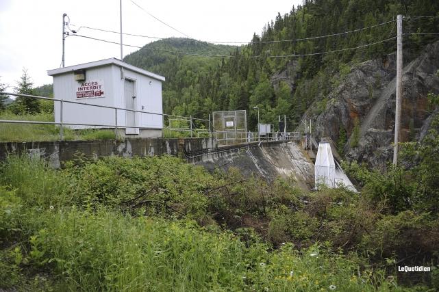 L'ouvrage de béton doté d'une centrale hydroélectrique construit... (Photo Le Quotidien, Mariane L. St-Gelais)