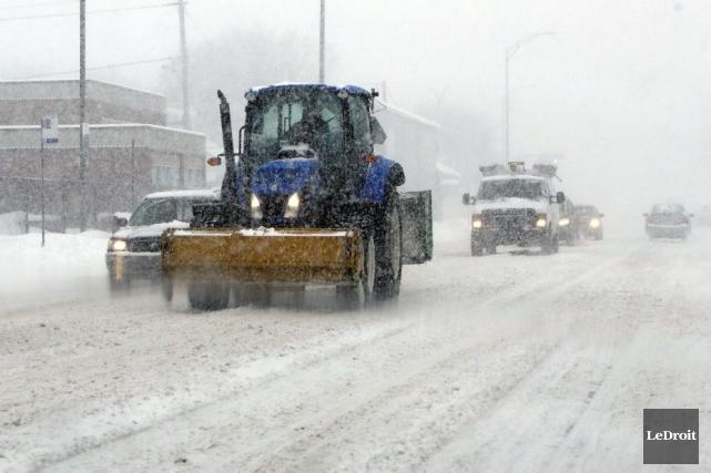 Les équipes de déneigement de la Ville de Gatineau attendront l'hiver de pied... (Simon Séguin-Bertrand, Archives LeDroit)