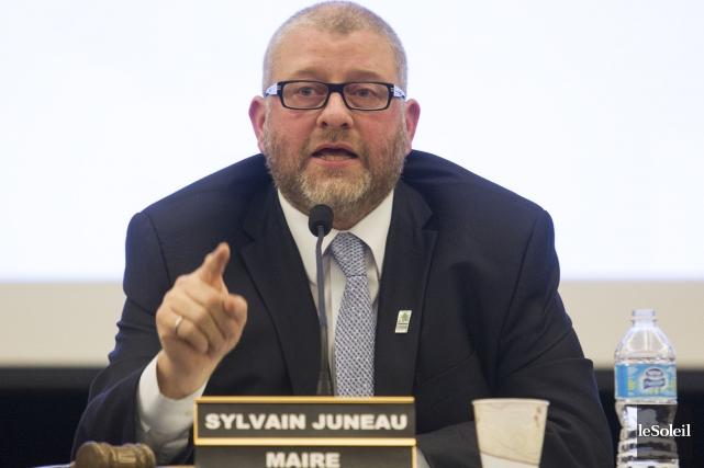 Le maire Sylvain Juneau reproche aux conseillers qui... (Photothèque Le Soleil, Caroline Grégoire)