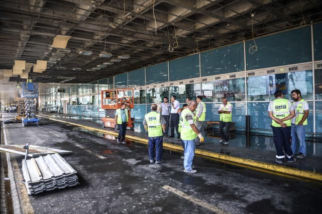 Une partie des dégâts à l'aéroport Atatürk d'Istanbula... (AFP, Ozan Kose)