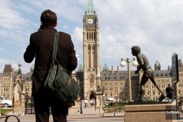 Le gouvernement fédéral réduit ses dépenses en personnel en ayant de plus en... (Simon Séguin-Bertrand, Archives LeDroit)