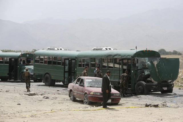 «Nous avons 27 martyrs parmi les policiers et... (PHOTO Rahmat Gul, AP)