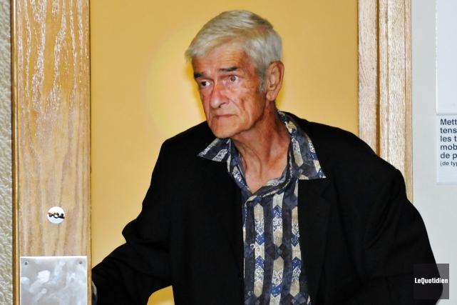 Bernard Bouchard demeure en face du lieu de... (Photo Le Quotidien, Rocket Lavoie)