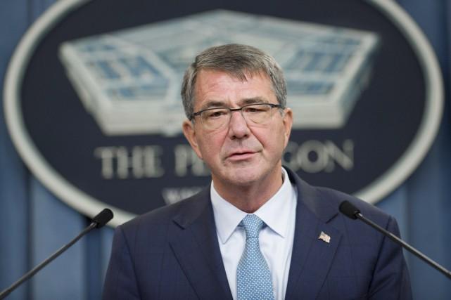 Le secrétaire américain à la Défense Ashton Carter... (PHOTO SAUL LOEB, AFP)