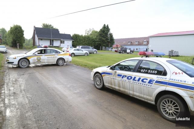 Les 500 policiers nécessaires à l'opération Muraille ont... (Janick Marois, La Voix de l'Est)