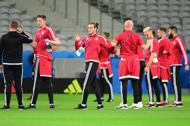 Les joueurs de l'équipe du pays de Galles... (Photo Emmanuel Dunand, AFP)