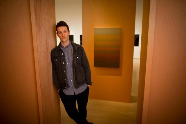 L'artiste Nicolas Grenier devant son oeuvre Promised Land... (Photo André Pichette, La Presse)