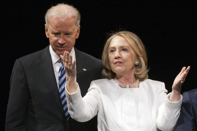 Joe Biden et Hillary Clinton en avril 2013.... (ARCHIVES AP)