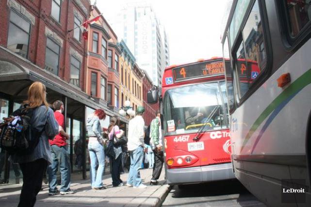 La rue Rideau rouvrira samedi aux autobus et... (Archives, LeDroit)