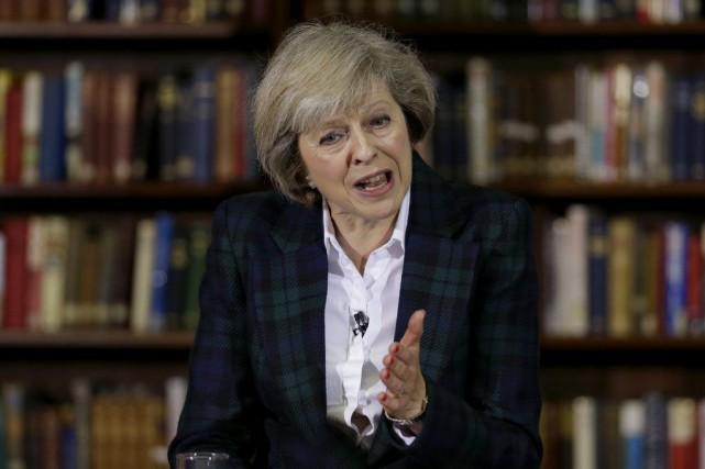 Theresa May, 59 ans, s'est présentée jeudi comme... (Photo Matt Dunham, AP)