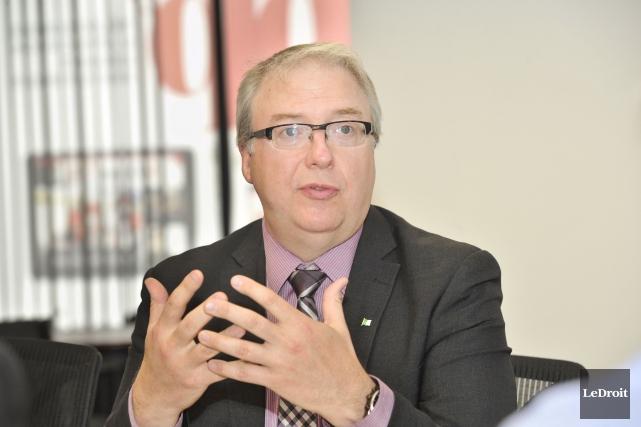 Le commissaire aux services en français, François Boileau,encourage... (Martin Roy, LeDroit)