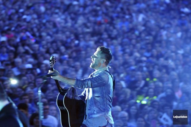 Dès que Marc Dupré est entré sur scène,... (Photo Le Quotidien, Rocket Lavoie)