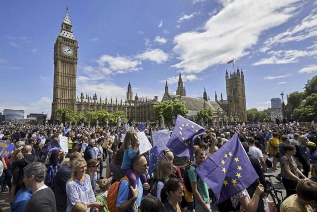 Neuf jours après le référendum qui a décidé... (PHOTO NIKLAS HALLE'N, AFP)