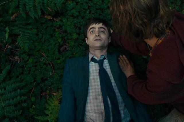 Dans Swiss Army Man, Daniel Radcliffe incarne un... (PHOTO FOURNIE PAR A24)