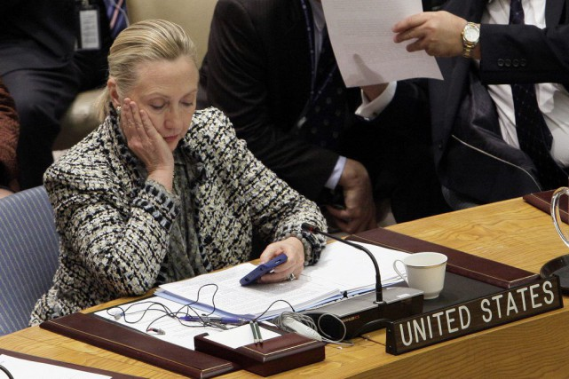 La secrétaire d'État Hillary Clinton a contrevenu au... (PHOTO Richard Drew, Archives AP)