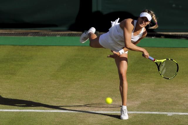 Eugenie Bouchard renvoie la balle à la Slovaque... (Ben Curtis, AP)