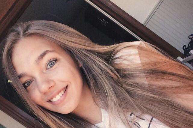 Amélie Poirier avoue être née connectée! Les selfies... (Photo courtoisie)
