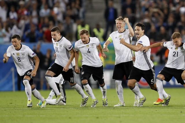L'Allemagne rencontrera en demi-finale le vainqueur du dernier... (Photo Darren Staples, Reuters)