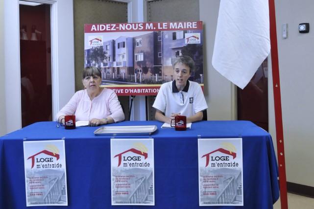 Francine Lavoie, présidente de Loge M'entraide, accompagnée de... (Photo Le Progrès-Dimanche, Rocket Lavoie)