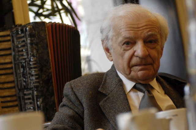 Yves Bonnefoy, en octobre 2007, à Prague... (Archives Agence France-Presse)