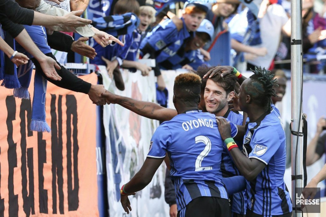 Ignacio Piatti (au centre) célèbre son but marqué... (PHOTO ROBERT SKINNER, LA PRESSE)