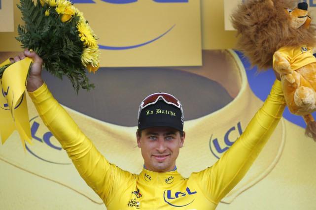 Peter Sagana endossé le maillot jaunepour la première... (PHOTO PETER DEJONG, AP)