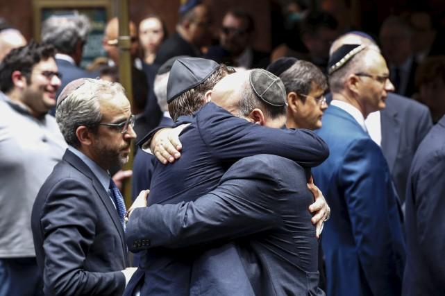 La cérémonie, réservée à la famille et aux... (Agence France-Presse)
