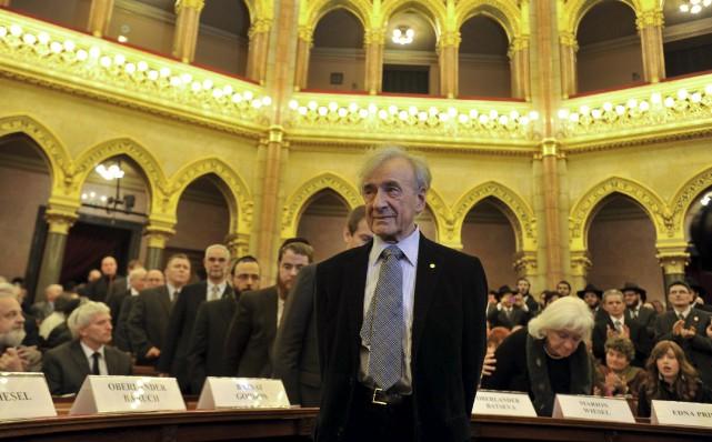 Elie Wiesel, célèbre écrivain juif américain, est décédé... (Photo archives, The Associated Press)