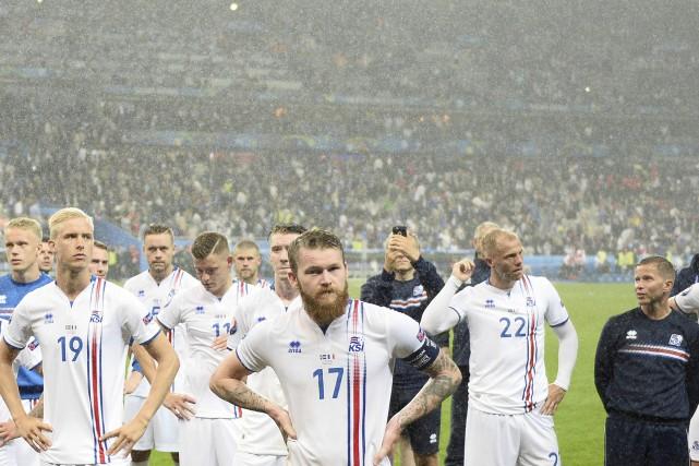 Les Islandais avaient la mine déconfite, alors que... (AFP, Martin Bureau)