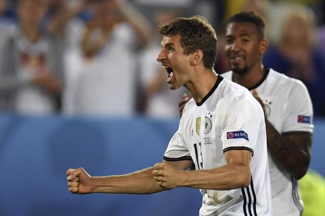 Thomas Mueller célèbre la victoire de l'Allemagne contre... (Agence France-Presse)