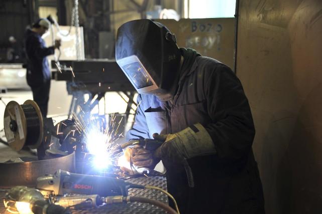 Au Québec, 42 professions font partie d'une liste... (Archives soudeur Alma soudure)