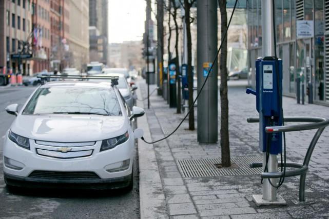 La métropole prévoit remplacer 230 voitures à essence... (Photo David Boily, Archives La Presse)
