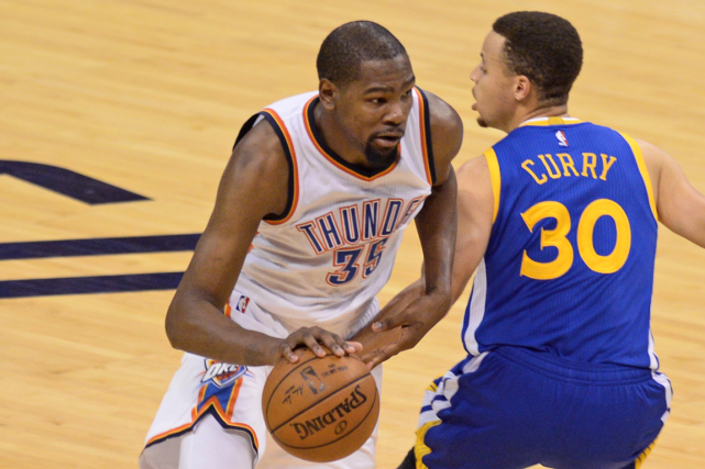 Kevin Durant (à gauche) et Stephen Curry joueront... (Photo Mark D. Smith, USA Today)