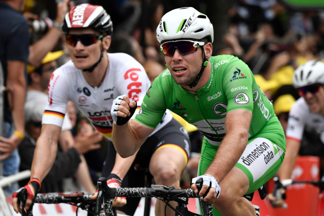 Le Britannique Mark Cavendish (à droite) a devancé... (Photo Jeff Pachoud, AFP)