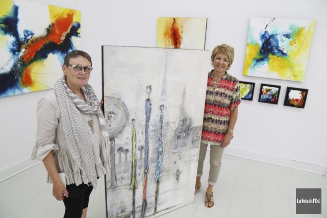 Les peintres Georgia Le Moine et France Lamontagne... (Janick Marois, La Voix de l'Est)