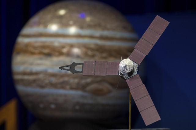 Un modèle de la sondeJuno... (AFP)