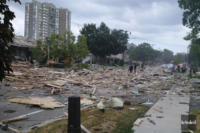 L'explosion de mardi a fait pleuvoir des débris... (Photothèque Le Soleil)