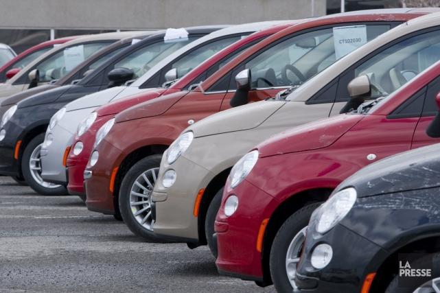 Les concessionnaires canadiens ont écoulé 989 177 véhicules... (Archives)