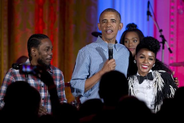Barack Obama en compagnie des chanteurs Janelle Monae... (AP, Carolyn Kaster)