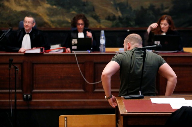 Un accusé qui n'est pas identifié est vu... (PHOTO Francois Lenoir, archives REUTERS)