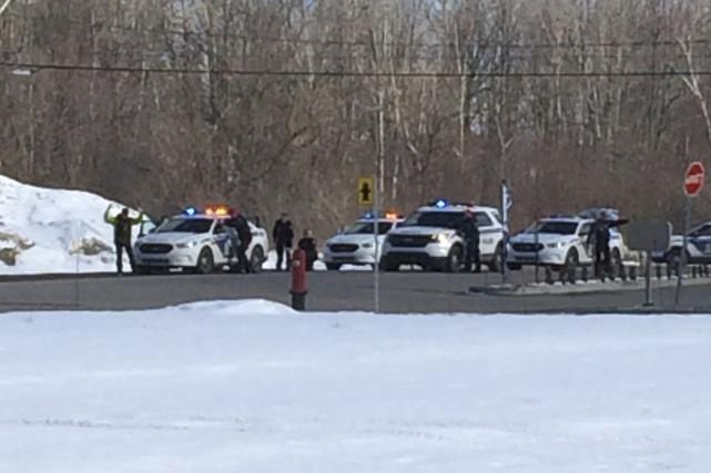 Les suspects avaient été arrêtés dans le stationnement... (Courtoisie)