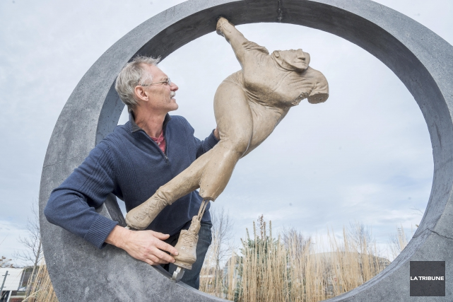L'artiste Pierre Chouinard, qui avait réalisé l'oeuvre d'art... (Archives, La Tribune)
