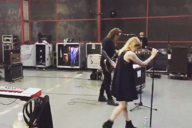 «Répétitions aujourd'hui avec ma douce moitié Laura Jane... (Tirée du profil Instagram @beatricepirate)