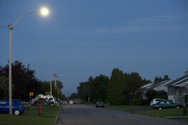 Les nouveaux lampadaires à éclairage DEL blanches ont... (Stéphane Lessard)